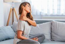 علاقة الضغط النفسي بألم الرقبة والكتفين