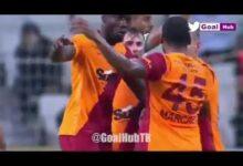 لاعب تركي يعتدي على زميله